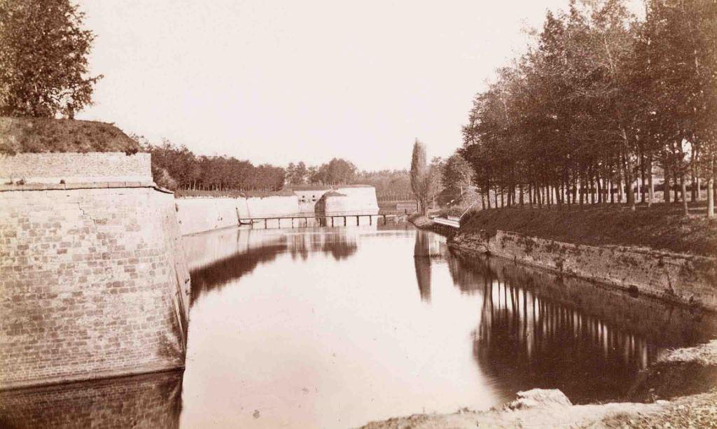 Historische foto van de vesten (nu Frankrijklei)
