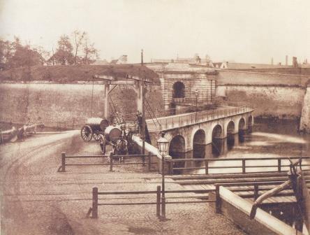 De Rode Poort met de Rijnpoortbrug