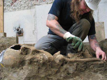 Excavation of a skeleton in 2008