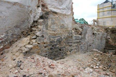 Opgraving burchtmuur in 2005