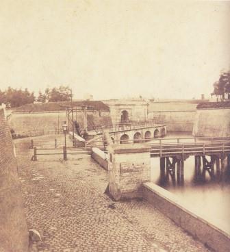 Red Gate site and 19th-century Rijnpoort Bridge